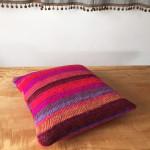 手紡ぎ+編み機+ミシン=クッションカバー
